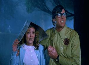Janet y Barry, a punto de cruzar el umbral del castillo de Frank-N-Furter