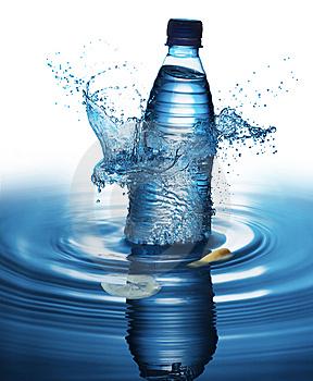 salpicar-la-botella-de-agua-thumb9272143