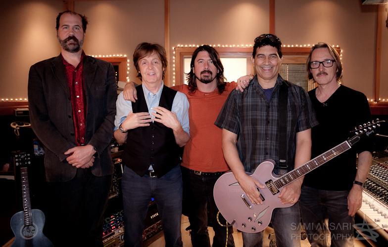de izq. a der.: Krist Novoselic, Paul McCartney, Dave Grohl, Pat Smear y Butch Vig