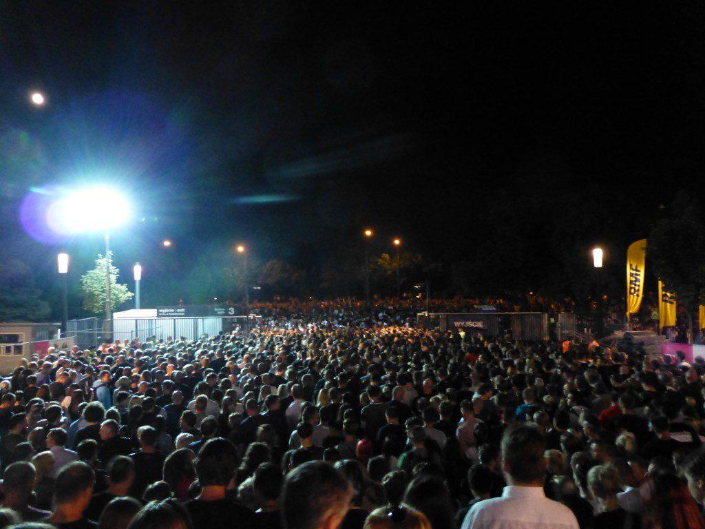 La marabunta tras el final del concierto en Varsovia
