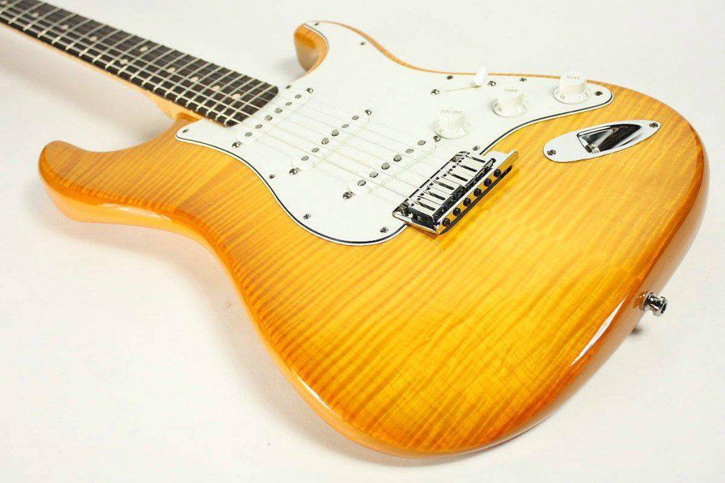 fender-custom-shop-2013-limited-custom-deluxe-strat-honey-burst-10