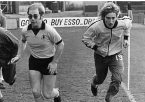 elton-john-rod-stewart-futbolistas-una-foto-h-L-TBM3cj