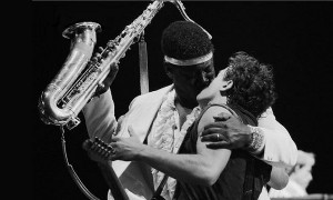 Clarence-Clemons-beso-Bruce-Springsteen