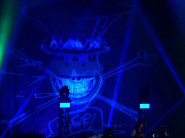 Parte del art-work de la gira, diseñado por Ron English. Espectacular. Visitad www.propaganda.com y flipareis
