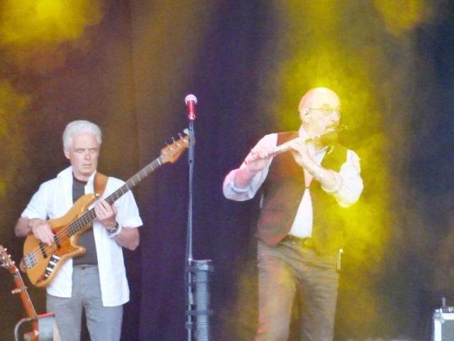 Ian Anderson con su famosa flauta travesera