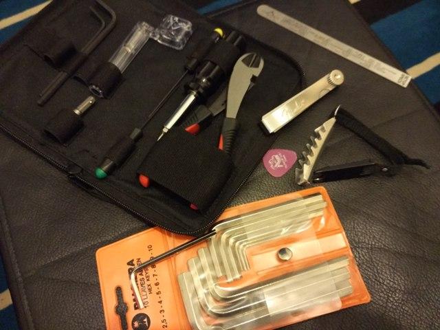 Juego de herramientas utilizado para poder hacer los ajustes básicos de tu instrumento